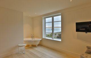 bathroom in apartment 3