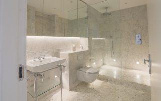 bathroom in apartment 4